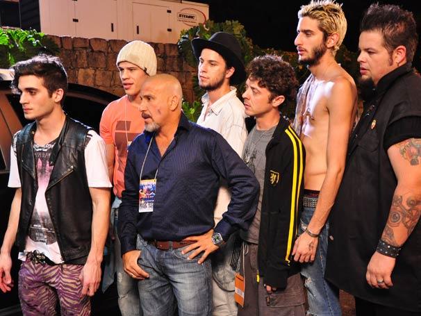 Fiuk, Eduardo Goldman (Eri Johnson) e a banda