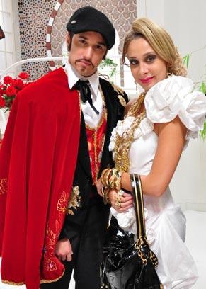 Lady Kate (Katiuscia Canoro) encontra Victor Valentón (Filipe Pontes)