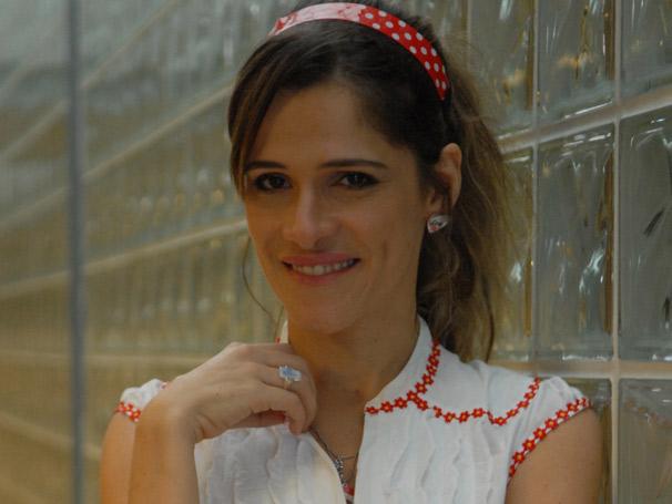 Em Batendo Ponto, Val (Ingrid Guimarães) vive para o trabalho