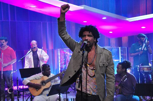 Aleh Ferreira interpreta canções de Chico