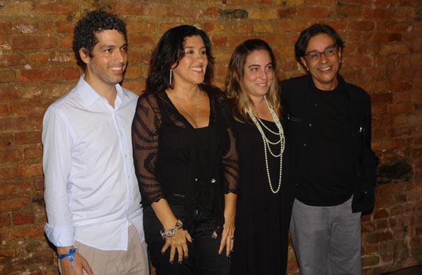 A apresentadora estava acompanhada de alguns dos diretores da atração, como o marido Estevão Ciavatta e Leonardo Netto