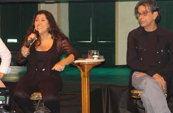 Regina Casé diz que, em seu programa, ela mostra aonde vai e as pessoas que conhece