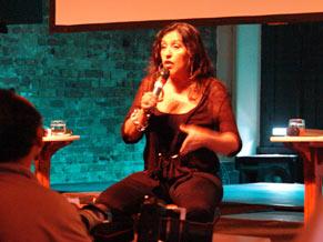 A apresentadora conversou com o público como se estivesse em um programa de auditório