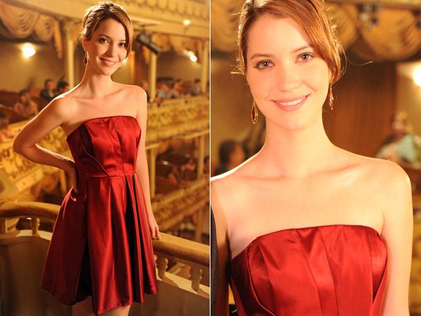Viviane (Nathalia Dill), de Escrito nas Estrelas, arrancou suspiros com seu vestido vermelho da Forum