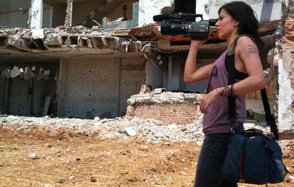 Letícia (Marjorie Estiano) é uma jovem cineasta que vive o sonho de finalizar seu primeiro clipe em Amor em 4 Atos