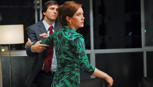 Ary (Vladimir Brichita) se desentende com a sua mulher, Selma (Camila Morgado), nos episódios 3 e 4 de Amor em 4 Atos