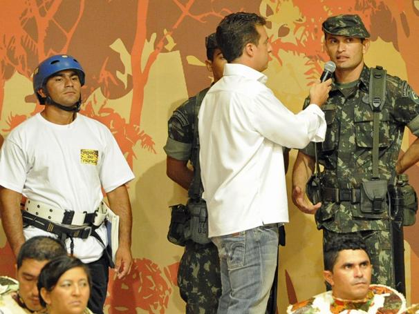 Luciano Huck grava especial 'A Festa é Sua' no Teatro Amazonas