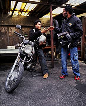 Heracles precisa realizar doze tarefas para conseguir se firmar no emprego de motoboy