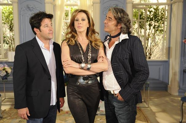 Claudia Raia, Murilo Benício e Alexandre Borges posam como seus personagens em Ti-ti-ti: Jaqueline é disputada por Ariclenes e Jacques Leclair