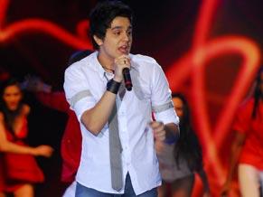 Luan Santana canta seus sucessos no Mais Você