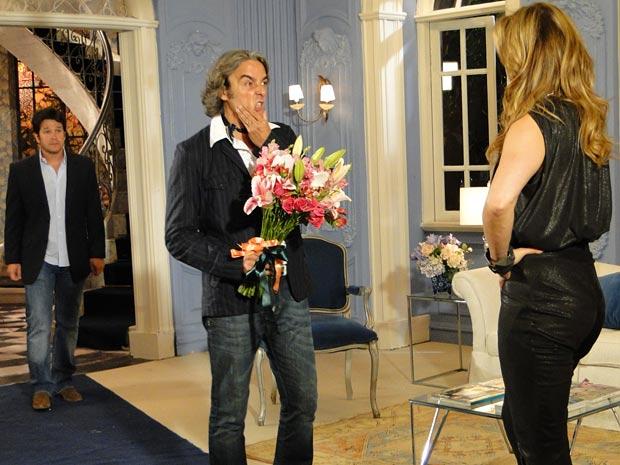 Jacques surge para falar com Jaqueline e encontra Ariclenes
