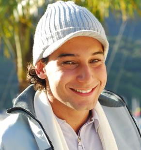 Leo (Rafael Almeida) se apaixona por Nanda (Mia Rose)