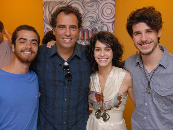 Aline -  Elenco, autor e direção apresentam o primeiro episódio de Aline à imprensa Maria Flor, Bernardo Marinho, Maurício Farias e Pedro Neshling.