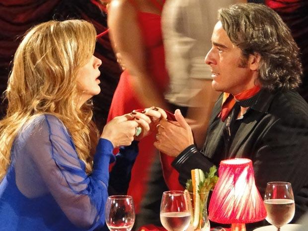 Jaqueline se encontra com Jacques (Foto: TV Globo/Ti-ti-ti)
