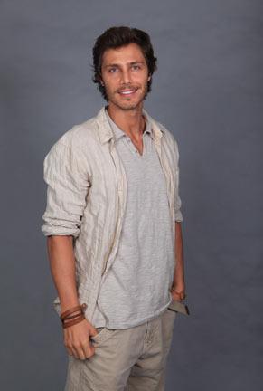 André Bankoff é Tiago, um jovem apaixonado por dinossauros (Foto: TV Globo/ Rafael França)