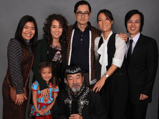 Hoshi (Camila Chiba), Keiko (Luana Tanaka), Akira (Chao Chem), Tieko (Miwa Yanagisawa), Shiro (Marcos Miura), Kimmy (Carol Murai) e Hinoue (Ken Kaneko) fazem parte do núcleo nipônico da trama (Foto: TV Globo/ Rafael França)