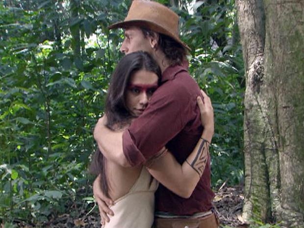 Solano se desculpa com Estela (Foto: TV Globo/Araguaia)