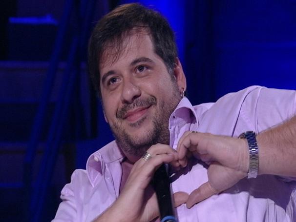 Leandro Hassum responde perguntas e seduz mulher no quadro Jogo de Cama (Foto: TV Globo/ Divulgação)