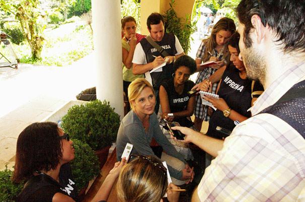 Adriana Esteves na gravação aberta para a imprensa da próxima novela das 19h (Foto: TV Globo/Thais Jordão)