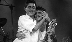 Chico Buarque e Caetano Veloso no programa Chico & Caetano em 1986 (Foto: CEDOC/ TV Globo)