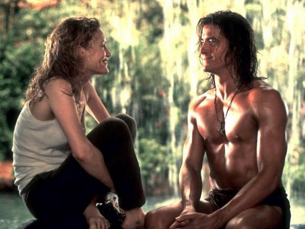 George (Brendan Fraser), o rei da floresta, se apaixona por Úrsula (Leslie Mann) (Foto: Divulgação)