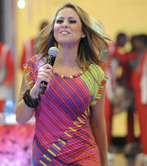 Alline Rosa canta sucessos da Banda Cheiro de Amor (Foto: João Cotta/ TV Globo)