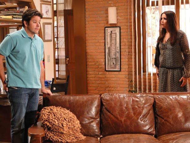 Suzana (Malu Mader) exige explicações de seu ex-marido (Foto: TV Globo/ Ti-ti-ti)