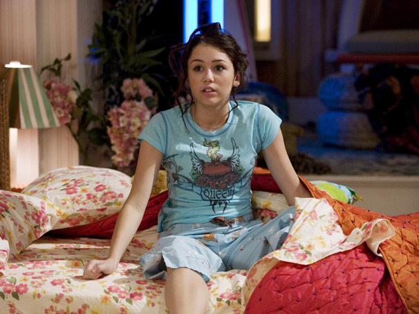 Hannah Montana - Miley (Miley Cyrus) acorda no meio da noite, fala verdades e faz absurdos  (Foto: Divulgação)