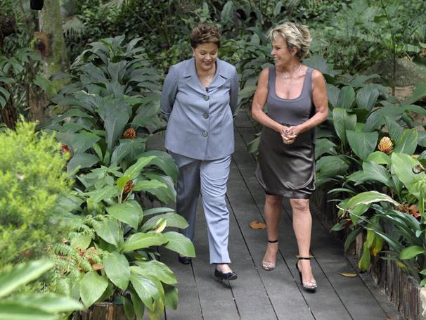 Presidente Dilma Rousseff elogia os jardins do Mais Você (Foto: Divulgação/ TV Globo)