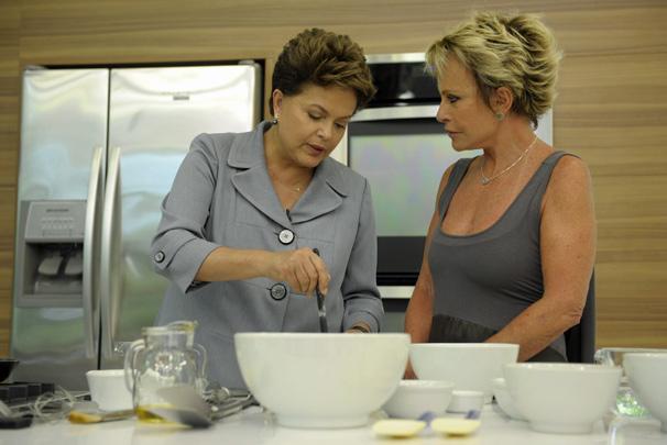 Dilma Rousseff e Ana Maria Braga cozinham no Mais Você que vai ao ar na terça, dia 1º (Foto: TV Globo)