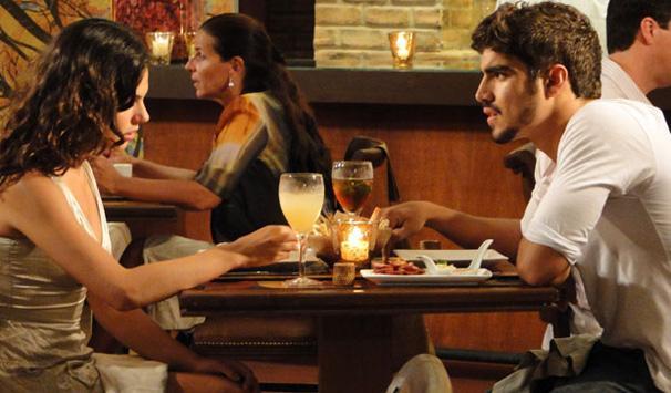Edgar se revolta ao descobrir que Marcela dormiu com Renato (Foto: Divulgação/ Site de Ti-ti-ti)