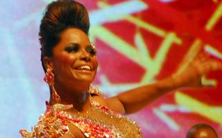 Adriana Bombom é Rainha da Bateria da Tom Maior (Foto: TV Globo)