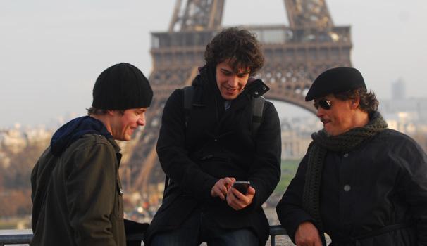 Jayme Matarazzo, Maurício Destre e Guilherme Fontes passeiam pela Torre Eiffel (Foto: Zé Paulo Cardeal/ TV Globo)