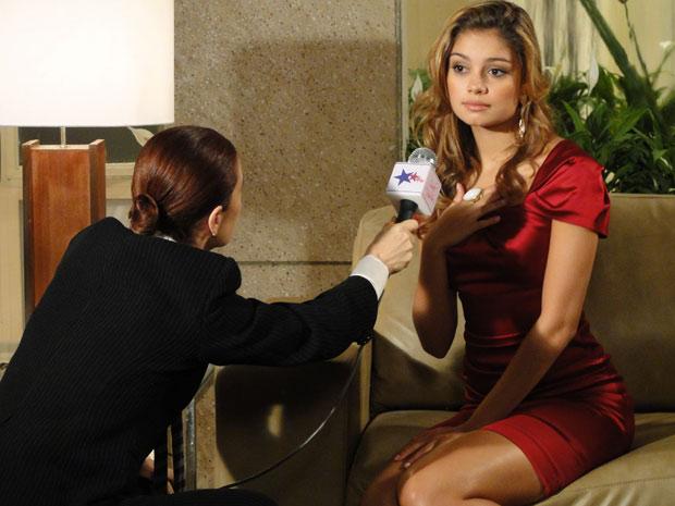 Stéfany declara para Sueli que está grávida de Jorgito (Foto: Ti-ti-ti/ TV Globo)
