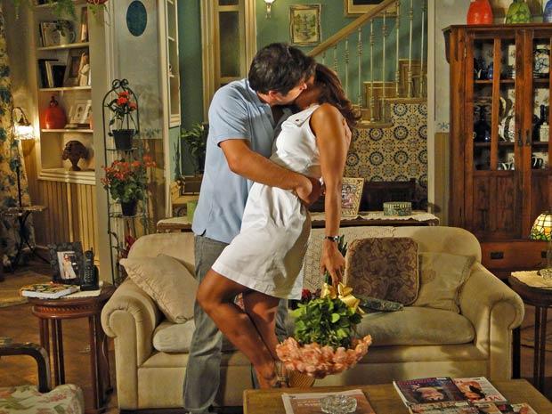 Ariclenes finalmente se declara para Marta (Foto: Ti-ti-ti/ TV Globo)