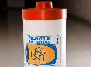 Coletor de pilhas (Foto: Ronaldo Guimarães)