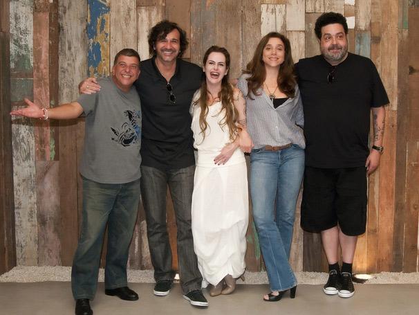Autores e diretor comemoram o sucesso da escolha do elenco (Foto: TV Globo/ Bob Paulino)