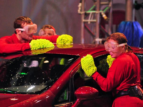 Wesley, Paulinha e Diana sofrem no lava-rápido do grupo vermelho (Foto: TV Globo/ Frederico Rozário)
