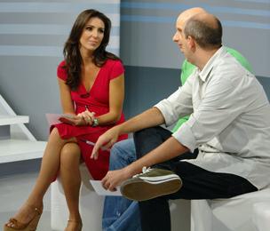 Glenda acompanha as emoções de Brasil x Escócia com Tande e Alex Escobar (Foto: Gisele Gomes/TV Globo)