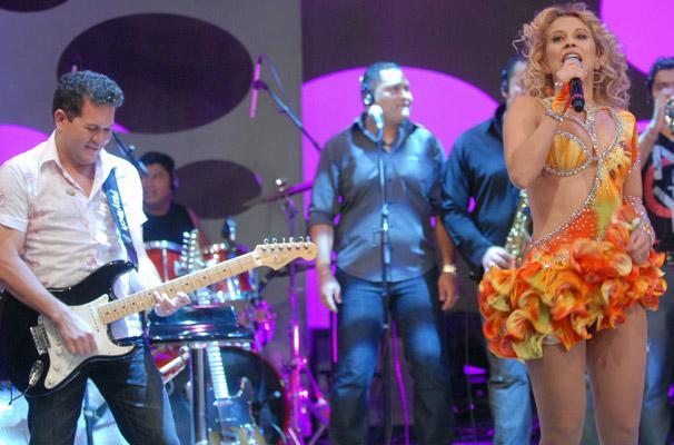 Joelma e Chimbinha, da banda Calypso, animam o Caldeirão do Huck deste sábado, dia 2 (Foto: TV Globo/ Marcio Nunes)
