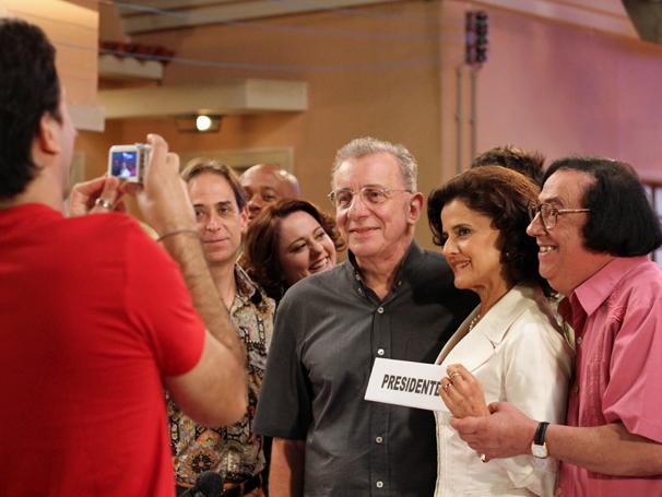 Agostinho (Pedro Cardoso), Nenê (Marieta Severo), Beiçola (Marcos Oliveira) e Lineu (Marco Nanini) (Foto: TV Globo/ Blenda Gomes)