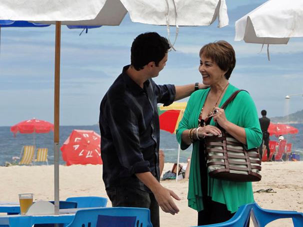Léo mente para tirar dinheiro de Carmem (Foto: Tv Globo/ Divulgação)