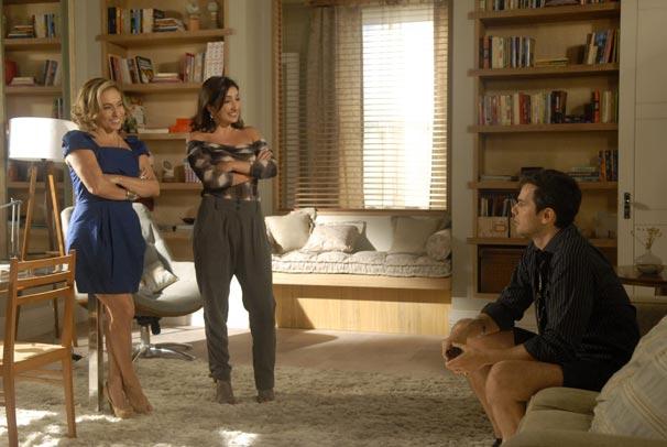 Augusta incentiva Élcio a virar Elaine e trabalhar como empregada na casa do Dr. Eliseu (Foto: TV Globo / Blenda Gomes)