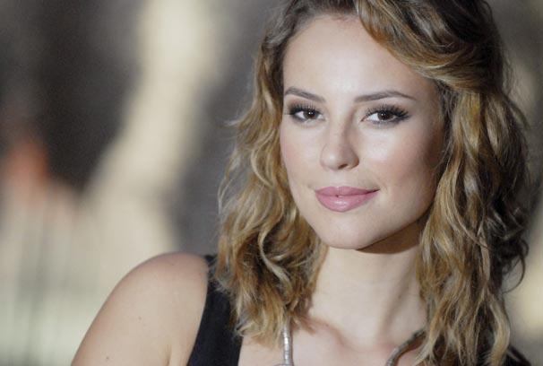 Paola Oliveira colocou megahair para novo visual de Marina (Foto: TV Globo/ Marcio Nunes)