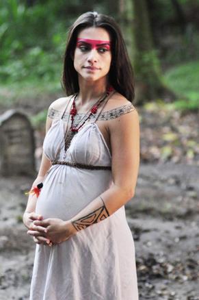 Estela (Cleo Pires) aparece gravidíssima no último capítulo da trama (Foto: TV Globo / Estevam Avellar)