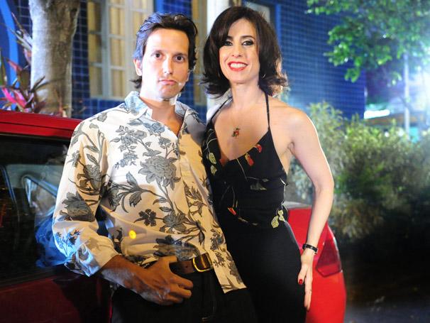 Sueli (Fernanda Torres) flagra Armane (Vladimir Brichta) com uma mulher durante o horário de trabalho (Foto: TV Globo/ João Miguel Júnior)