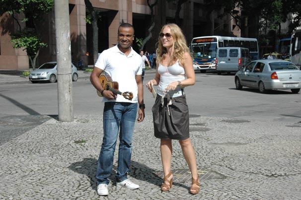 A apresentadora realiza um sonho do cantor Alexandre Pires (Foto: TV Globo/Deborah Montenegro)