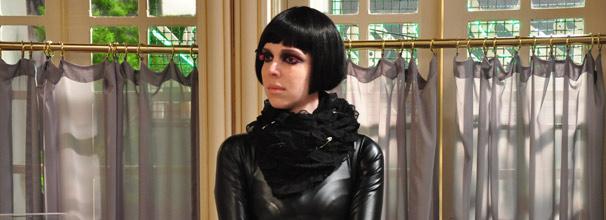 Após fazer fofoca, Nikita passa por saia justa no salão de beleza (Foto: TV Globo/ Estevam Avellar)