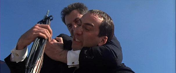 Sean Archer (John Travolta) passou seis anos à procura de Castor Troy (Nicolas Cage)  (Foto: Divulgação)