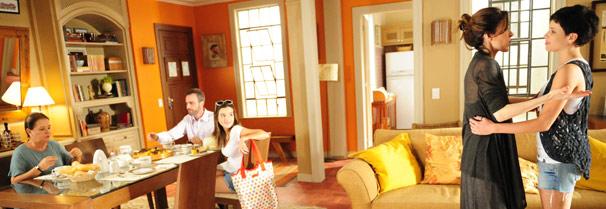 Eunice (Deborah Evelyn), Leila (Bruna Linzmeyer), Júlio (Marcelo Valle), Cecília (Giovanna Lancellotti) e Zuleica (Bete Mendes) (Foto: TV Globo/ João Miguel Júnior)